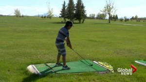 Lethbridge golf pro shares love of the game with kids in Pincher Creek