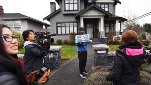 Huawei CFO buys pizza for journalists outside her Vancouver home