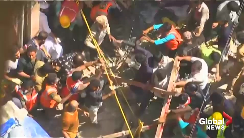 Click to play video: 'Rescue workers continue to pour over site of deadly building collapse in Mumbai'