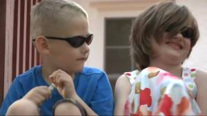 Blind kids, 6 and 7, call 911 and perform CPR after mom suffers seizure