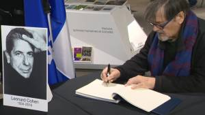 Montrealers gather to sign Leonard Cohen condolence book