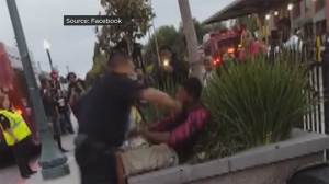 Officer asks teen to get out of bus lane, ends up punching and struggling with him