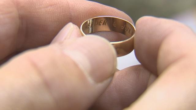 watch twice lost wedding ring returns 12 years later - Lost Wedding Ring