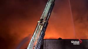 Fire tears through warehouse in Hochelaga-Maisonneuve