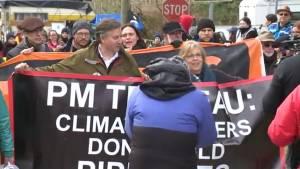 B.C. MPs Elizabeth May, Kennedy Stewart protest at Kinder Morgan facility (00:42)