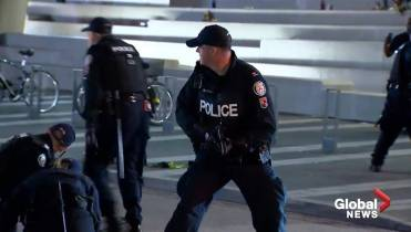 Dramatic video captures Toronto police responding to