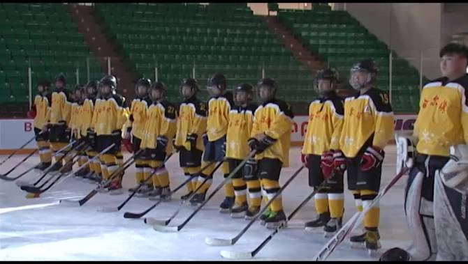 Chinese Bantam Hockey Team Impressing Ontario Hosts