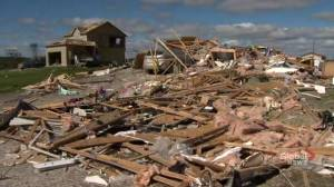 Homes left in pieces after tornado blows through Ottawa neighbourhood