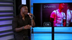 Breakout artist Témi performs Dynamite