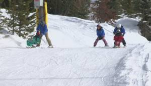 Free program makes skiing and snowboarding accessible for those with disabilities (02:31)