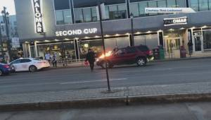 Witnesses jump into action after man sets fire to vehicles along Whyte Avenue