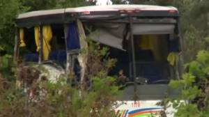 Man dies after tour bus crash south of Ottawa (00:26)
