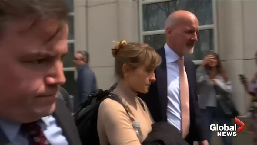 Click to play video 'NXIVM sex cult: 'Smallville' actress Allison Mack arrives in court to enter formal plea'