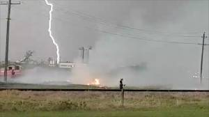Lightning sparks grass fire in Winnipeg