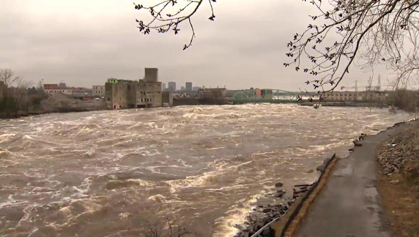 Flooding near Ottawa turns neighborhood into an ISLAND