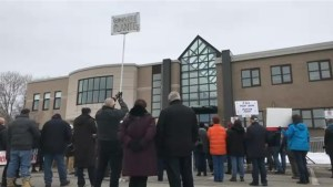 Rally in Pointe-Claire calls for Montreal budget to be revisited