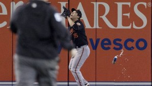 Blue Jays fan throws can at Orioles outfielder during wild card game