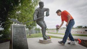 Hockey fans say goodbye to Gordie Howe