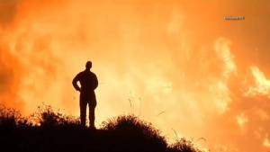 Video shows massive wildfire spreading in Santa Clarita, California