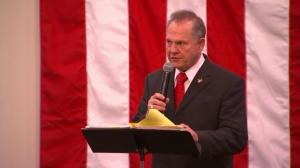 Roy Moore digs in heels on accusers during final rally before vote