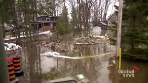 Canadian military surveys flood relief operations in Ottawa