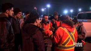 Flood volunteers told to stop building dike in Île-Bizard