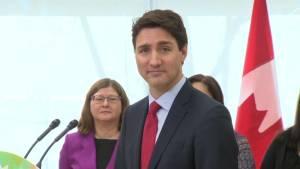 Heckler interrupts Trudeau during speaking event, calls him 'scumbag' (00:54)
