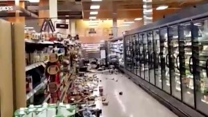 Earthquake leaves groceries strewn across Anchorage store