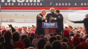 Four Secret Service agents rush to surrounded Donald Trump at Ohio rally