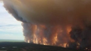 Out-of-control wildfire threatens northern Alberta town