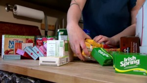 Calgary mom helps feed her less-fortunate neighbours