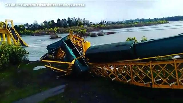 Click to play video: 'Bridge collapse causes train to plunge into river in Chile'