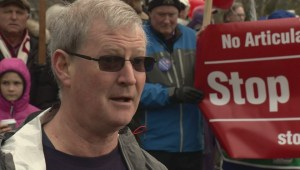 Noisy rallies held in West Vancouver over proposed bus route