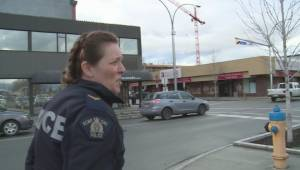 Kelowna RCMP talks to young female street person (01:28)