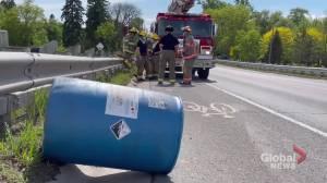 Corrosive acid barrel falls off truck in Cobourg (00:35)