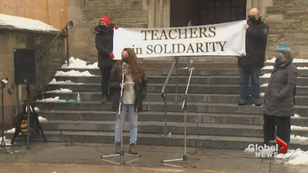 Click to play video 'Ontario education workers rally for financial support for families amid school closures'