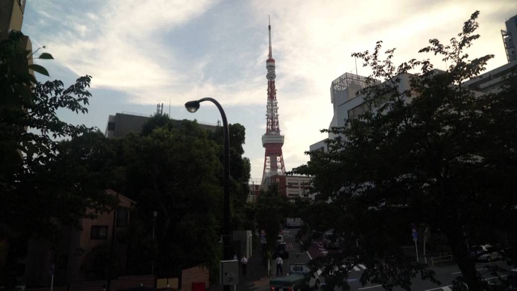 Click to play video: 'Tokyo residents express concerns as city sees 2nd straight day of record COVID-19 cases'