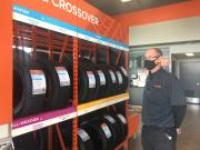 Play video: Southern Albertans rush to install winter tires ahead of weekend winter conditions