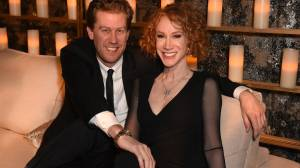 Kathy Griffin marries longtime boyfriend on New Year's Day (00:58)