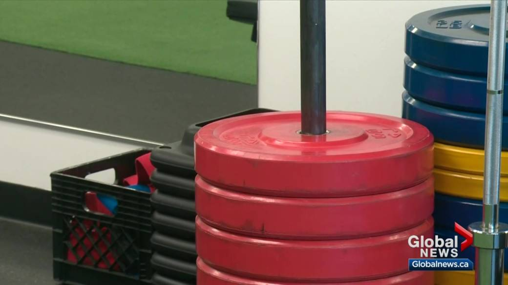 Click to play video 'Alberta to lift some COVID-19 restrictions and reopen gyms, in-person dining Feb. 8'