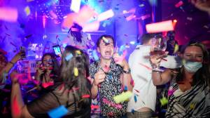 'Freedom Day:' UK residents go clubbing as COVID-19 restrictions lift, but some still wary (02:32)