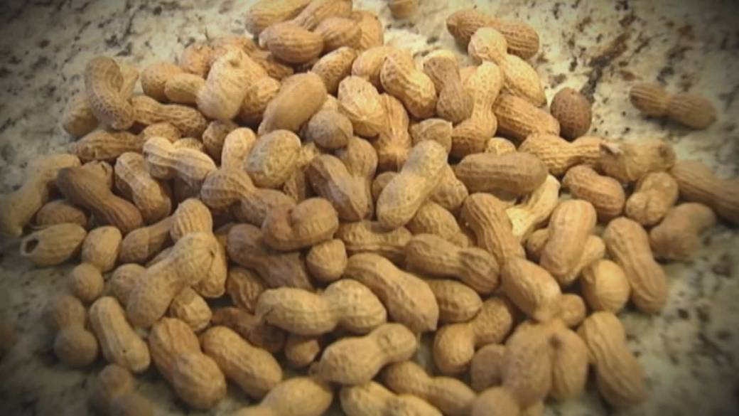 'FDA approves first peanut allergy treatment'