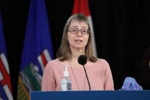 COVID-19: Albertans react to Hinshaw's apology (02:09)