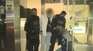 VPD gang unit arrests two men in downtown Vancouver (01:04)
