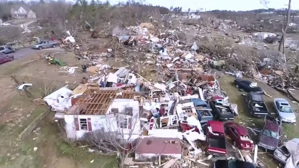 Click to play video 'Cleanup underway after deadly tornado leaves path of destruction in Alabama'