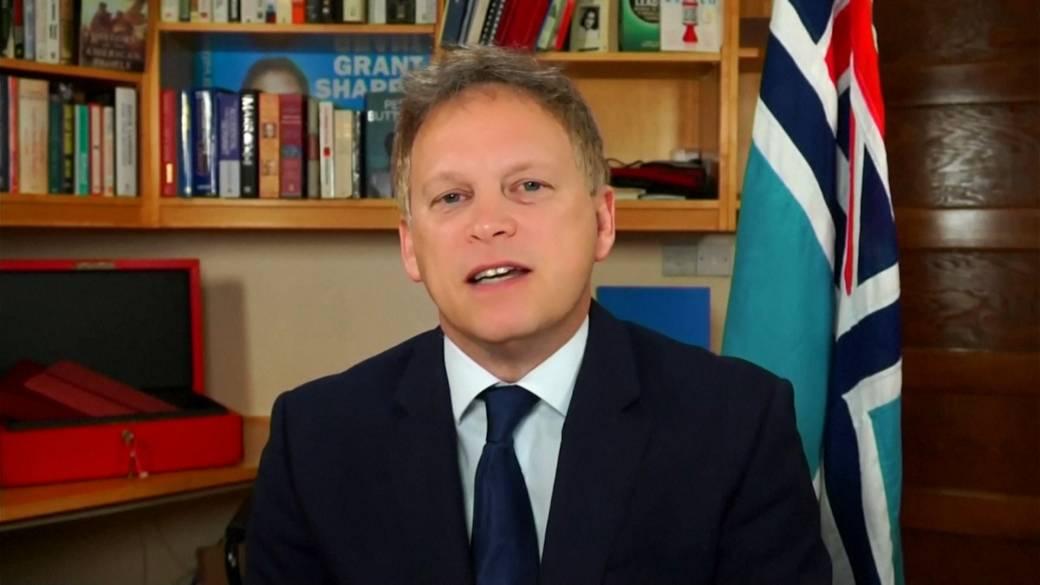 Click to play video 'Coronavirus: Travel ban over Brazilian COVID-19 variant precautionary, U.K. transport minister says'