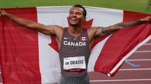 Tokyo Olympics: Canada's Andre De Grasse wins gold in 200-metre race, sets Canadian record (01:57)