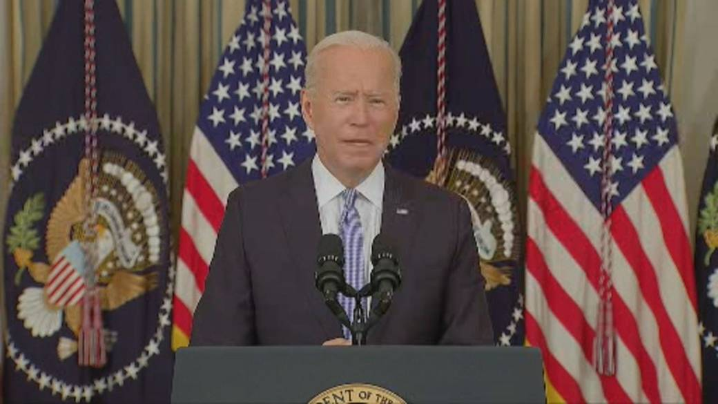 Click to play video: 'Biden says 'majority of Americans' who received Pfizer COVID-19 vaccine eligible for booster shot 6 months after 2nd shot'