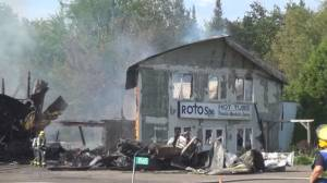 Rotospa Hot Tubs in Selwyn Township destroyed by fire (01:57)