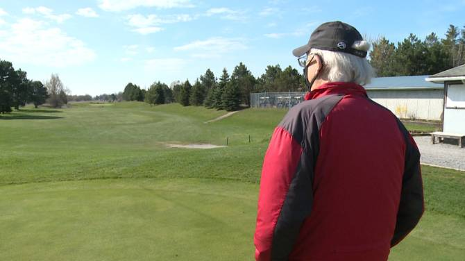 Click to play video: Golf season put on pause by Ontario's pandemic restrictions